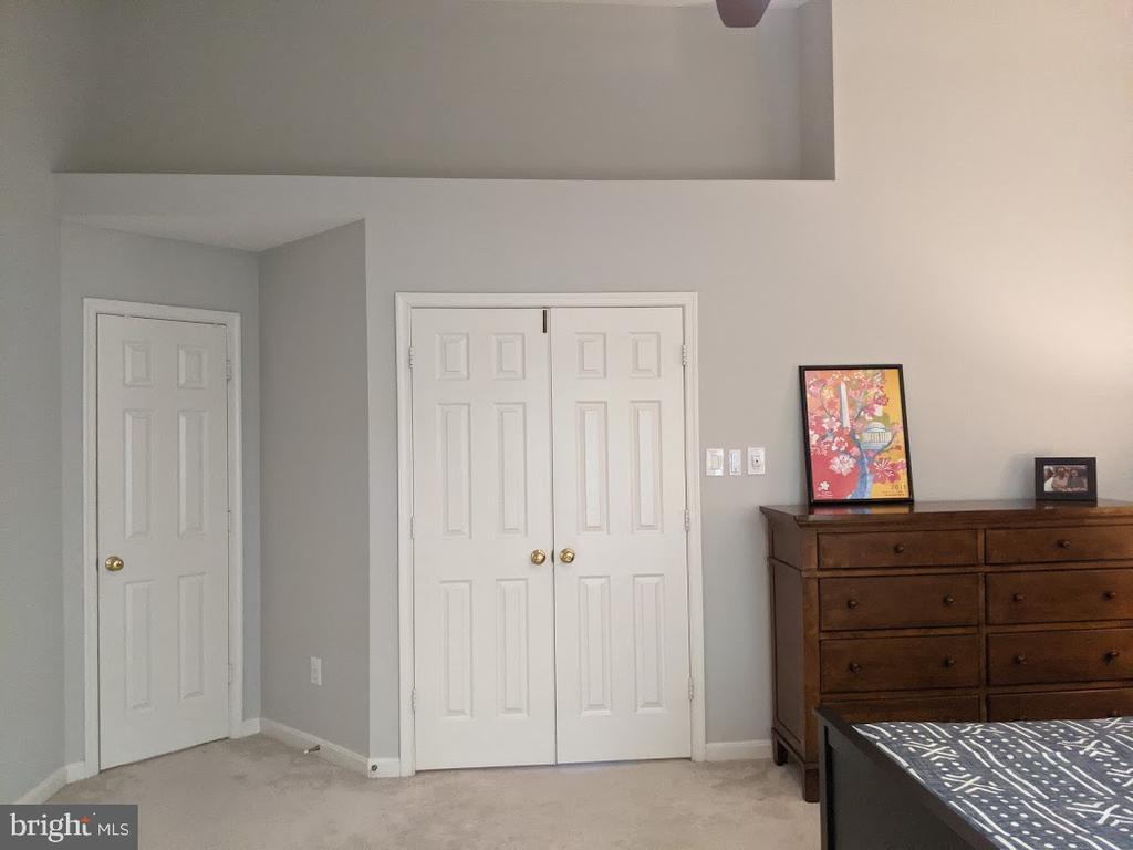Alcove & Closet area of Primary Bedroom - 10481 COURTNEY DR, FAIRFAX