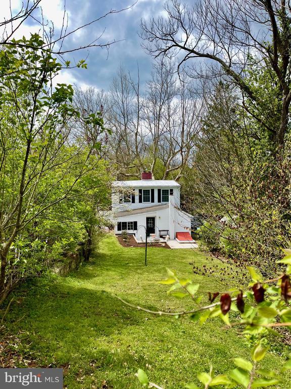 Beautiful large backyard - 1951 MILLWOOD RD, MILLWOOD