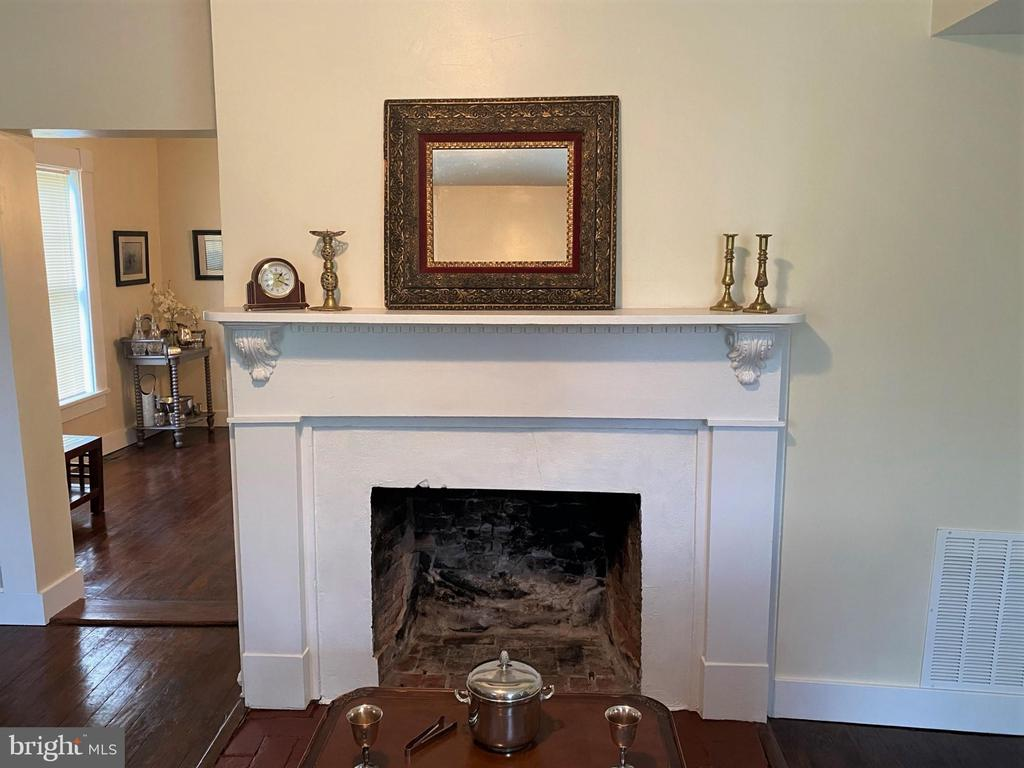 Gas Fireplace in the Living Room - 1951 MILLWOOD RD, MILLWOOD