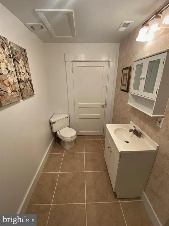 New floor, tub, shower, sink, & fixtures - 1951 MILLWOOD RD, MILLWOOD