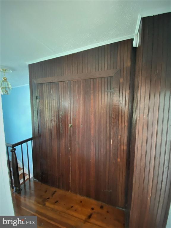 Laundry closet upstairs - 1951 MILLWOOD RD, MILLWOOD