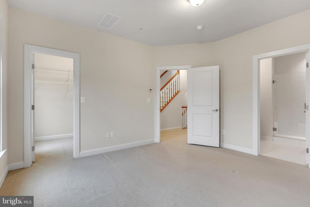 Primary bedroom on second floor - 11357 RIDGELINE RD, FAIRFAX