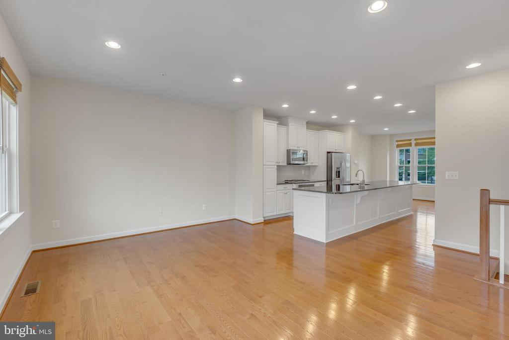 Living room open to kitchen - 11357 RIDGELINE RD, FAIRFAX
