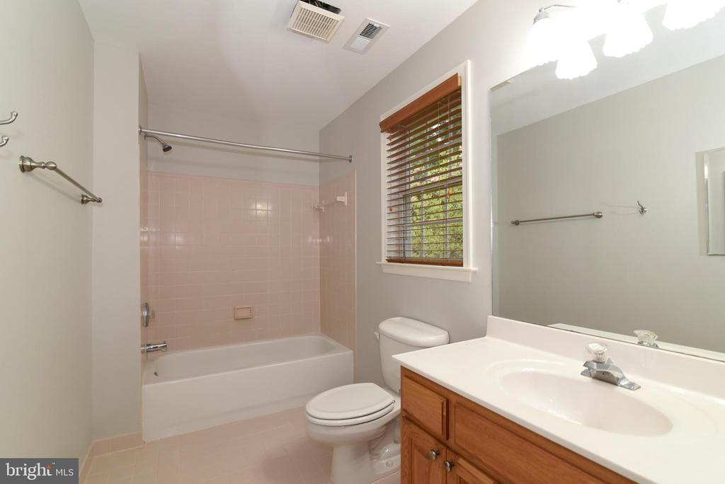 Ensuite Bathroom for Bedroom 3 - 16820 CLARKES GAP RD, PAEONIAN SPRINGS