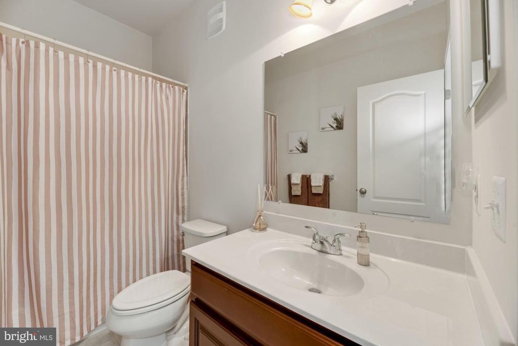Full Bathroom #2 - 43213 THOROUGHFARE GAP TER, ASHBURN