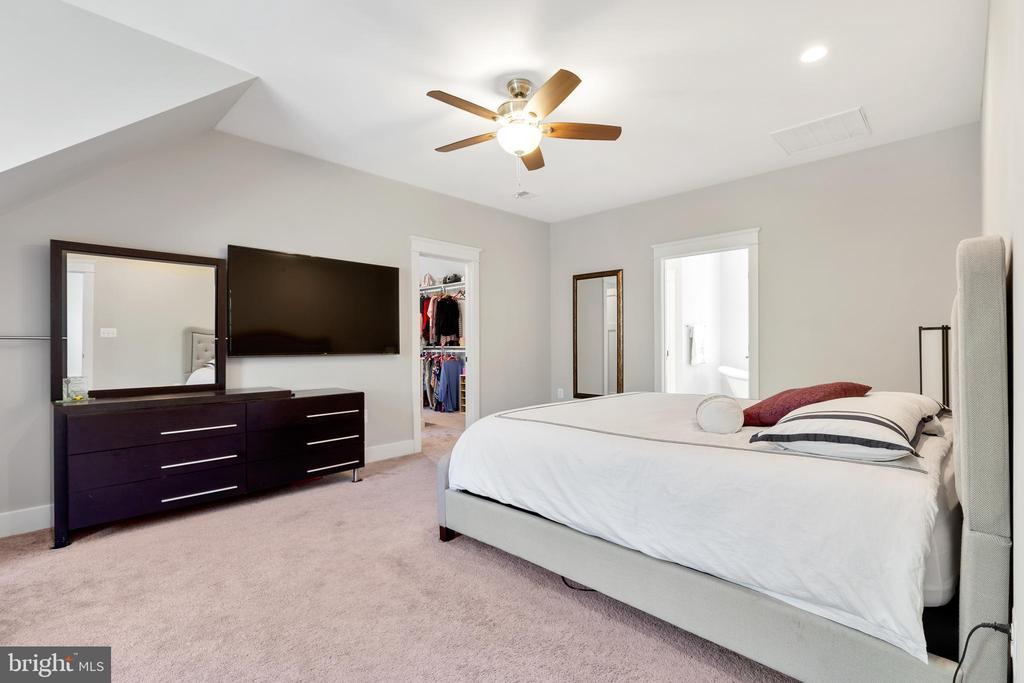 Upper Level Primary Bedroom - 12329 PURCELL RD, MANASSAS