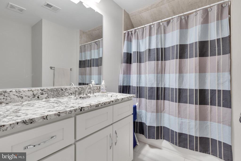 Upper Level Hallway Bathroom - 12329 PURCELL RD, MANASSAS