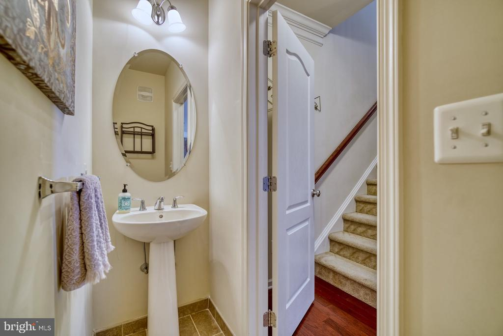 Powder Room Located on Main Level - 43015 CLARKS MILL TER, ASHBURN