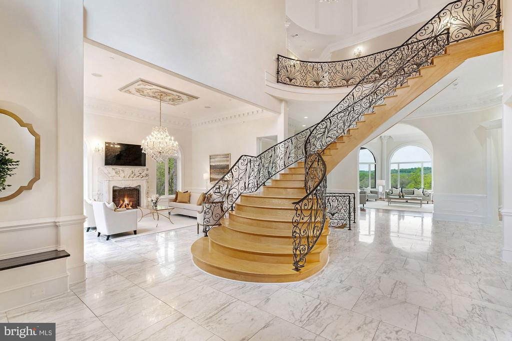 Spectacular Floating Staircase - 612 RIVERCREST DR, MCLEAN