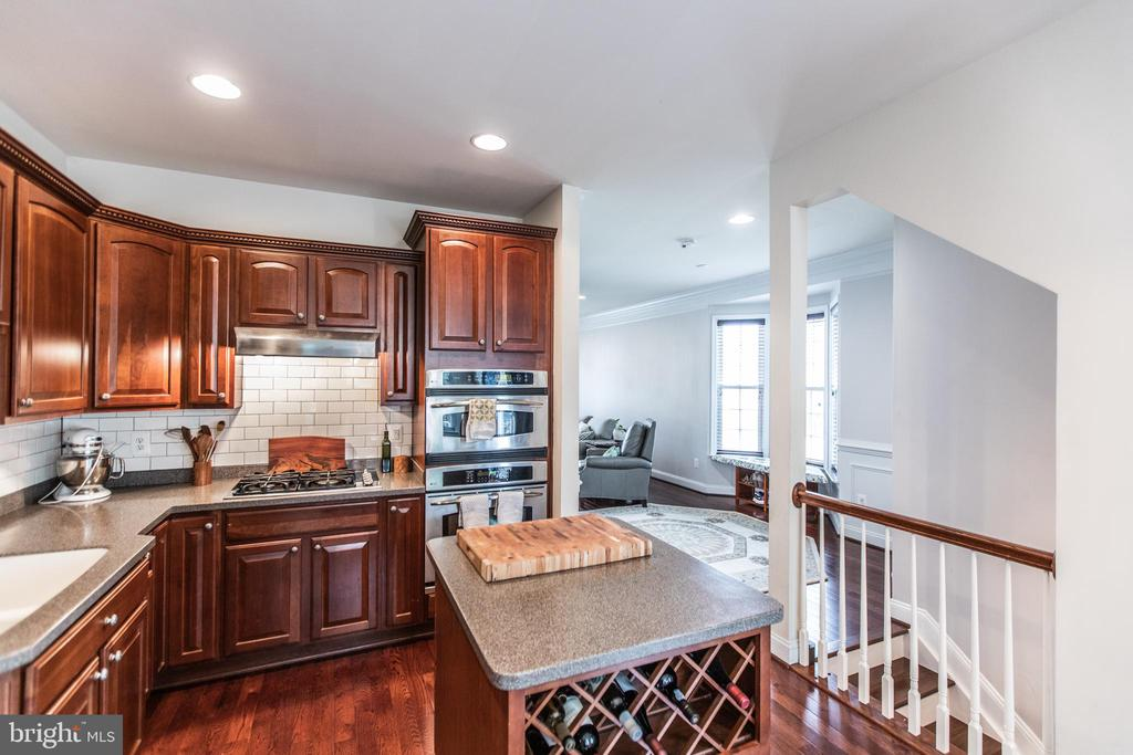 Gourmet Kitchen! Island with Wine-Rack & Storage! - 8921 TAPPEN MILL WAY, MANASSAS