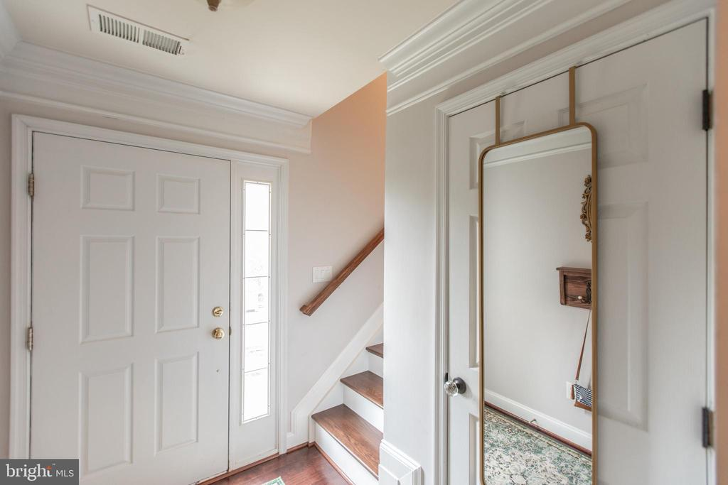 Foyer with Engineered Laminate Flooring! - 8921 TAPPEN MILL WAY, MANASSAS