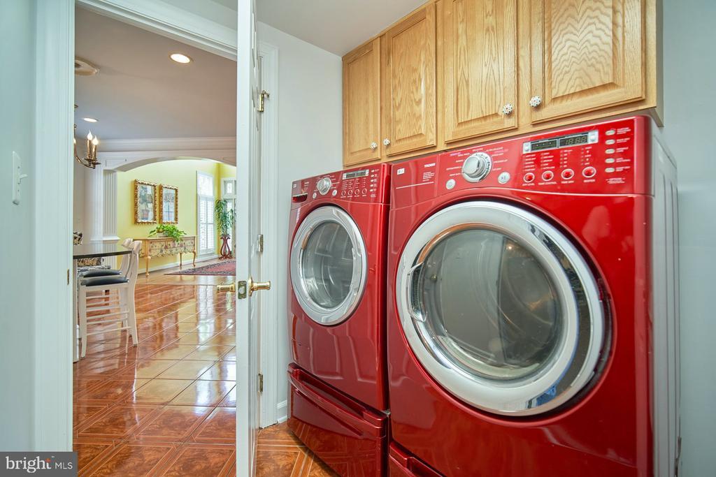 Main level laundry - 10108 FARRCROFT DR, FAIRFAX