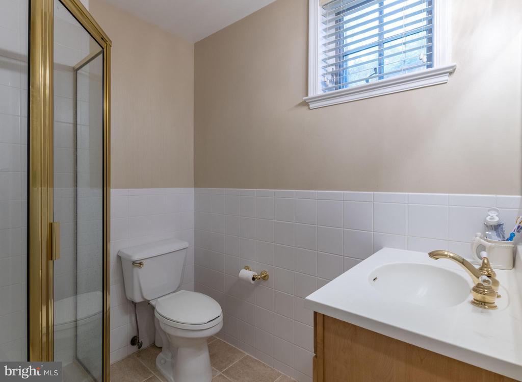 Lower Level Full Bath - 830 HERBERT SPRINGS RD, ALEXANDRIA