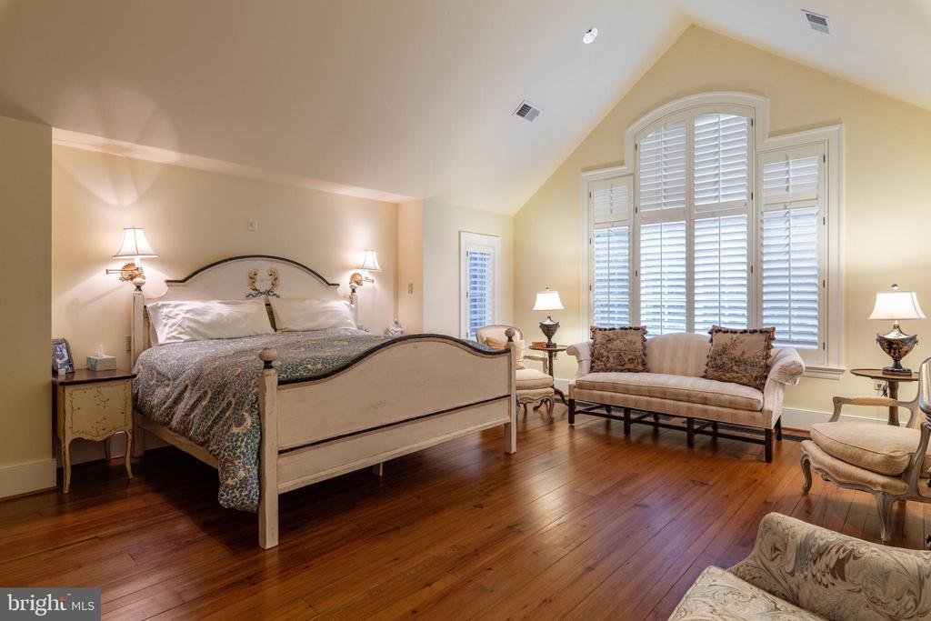 Main Level Primary Bedroom - 830 HERBERT SPRINGS RD, ALEXANDRIA