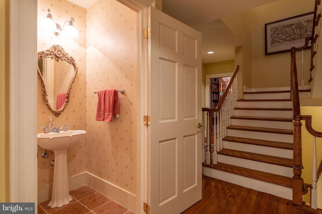Half Bath/Stairs to Upper Level - 830 HERBERT SPRINGS RD, ALEXANDRIA