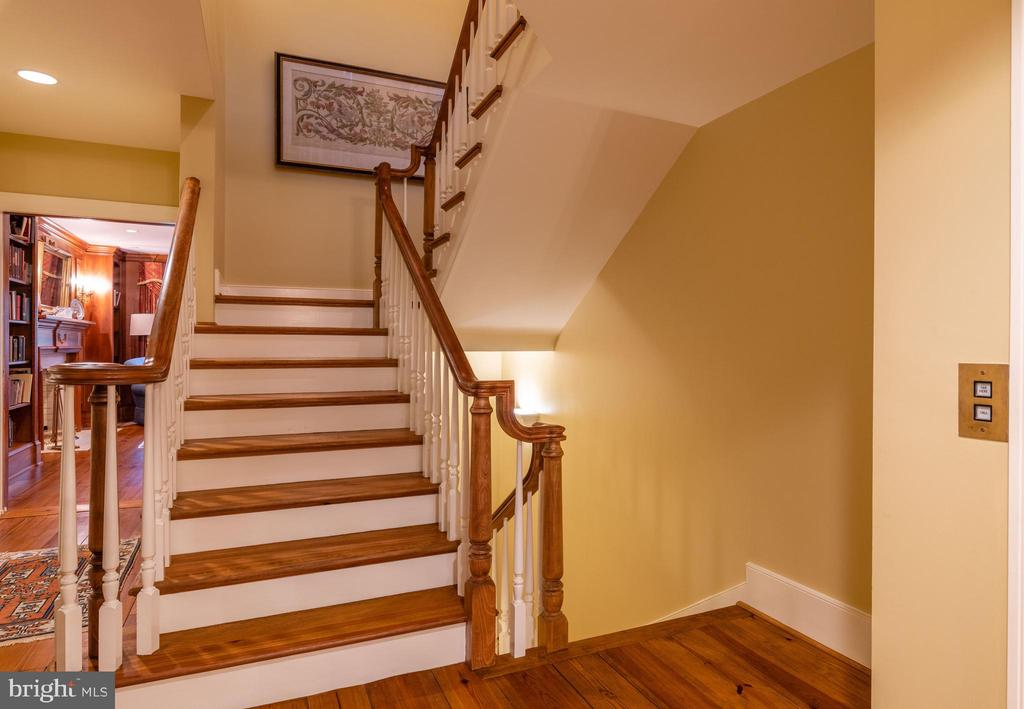 Stairs to Upper Level - 830 HERBERT SPRINGS RD, ALEXANDRIA