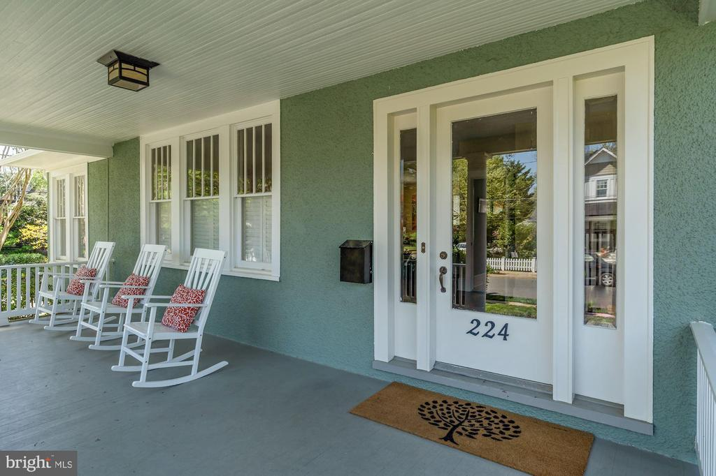 Charming Front Porch/Entryway - 224 N JACKSON ST, ARLINGTON