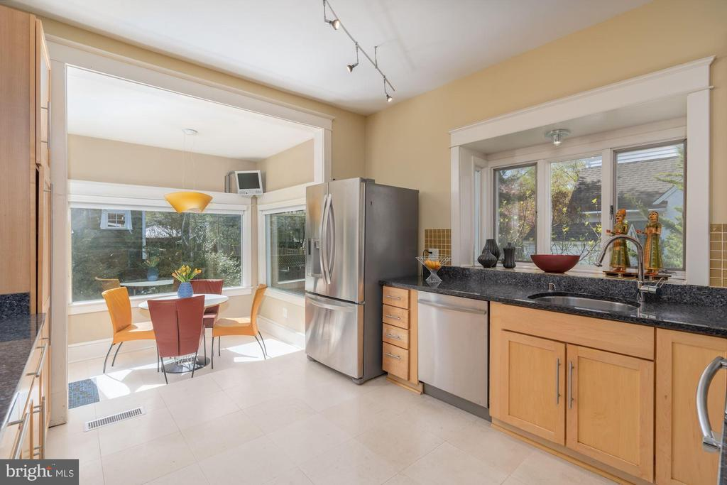 Kitchen and Breakfast Room - 224 N JACKSON ST, ARLINGTON