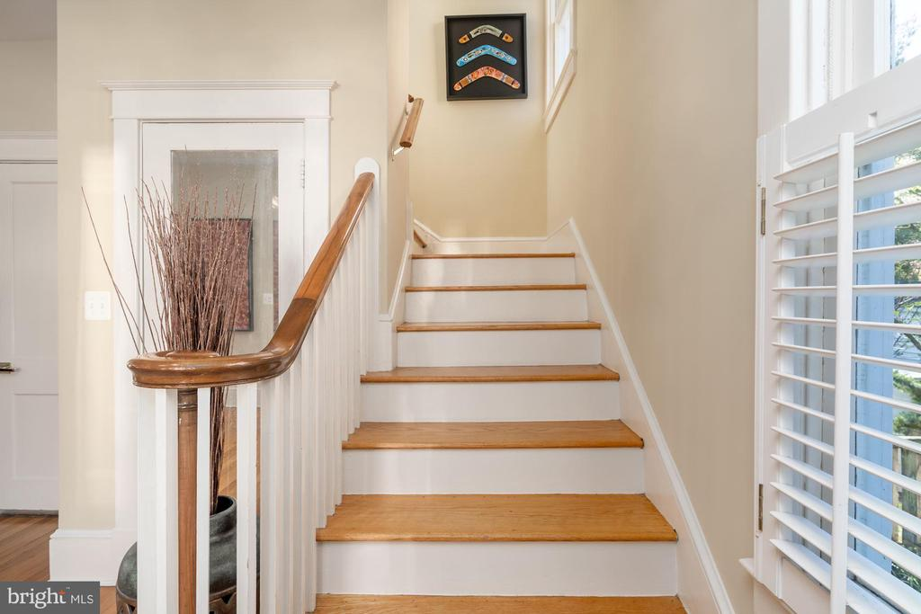Stairway to Upper Level - 224 N JACKSON ST, ARLINGTON