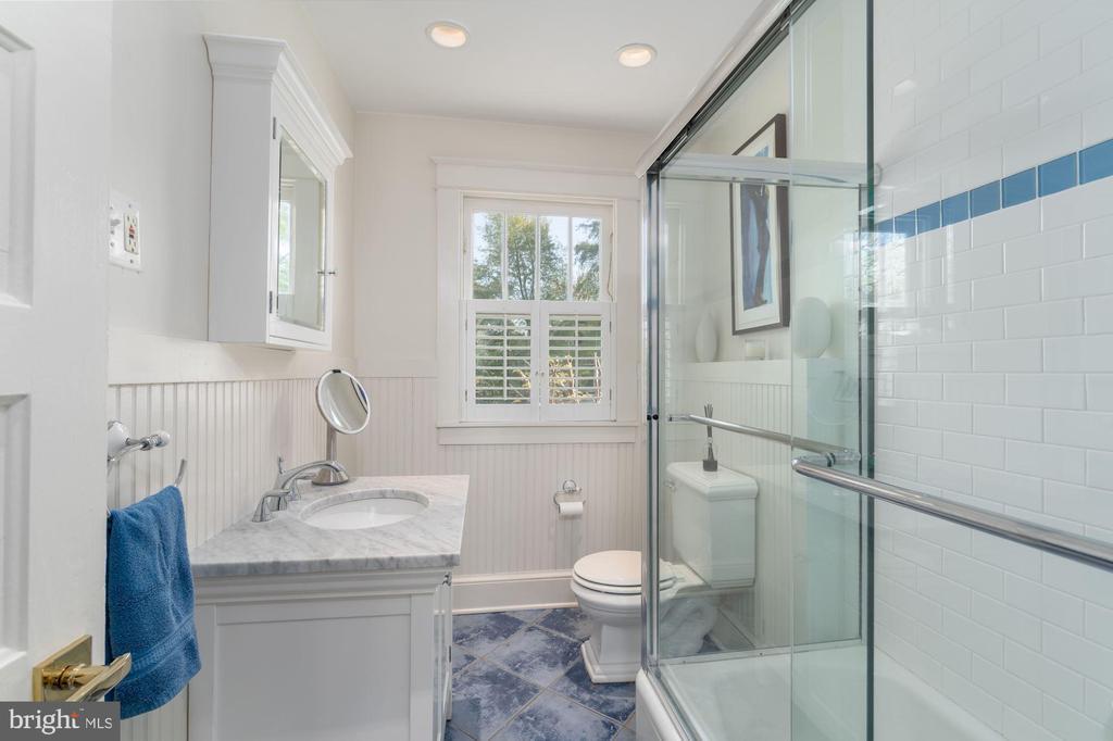 Guest Bath #1 - 224 N JACKSON ST, ARLINGTON