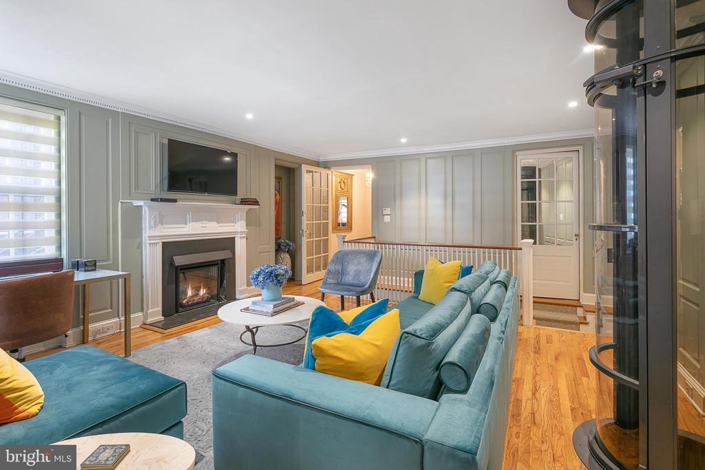 Family Room - 2019 Q ST NW, WASHINGTON