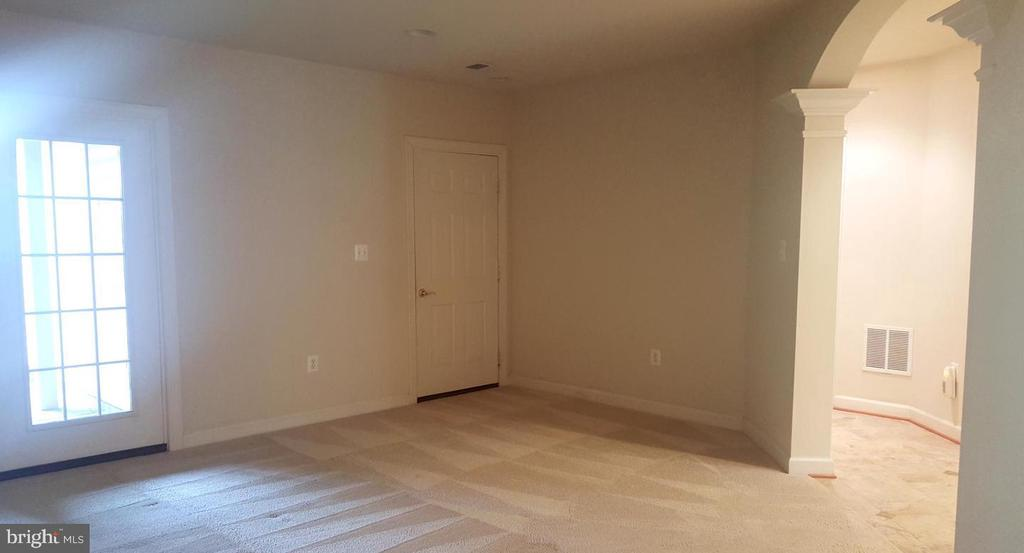 Den/Library/Study on Entry Level - 24905 EARLSFORD DR, CHANTILLY