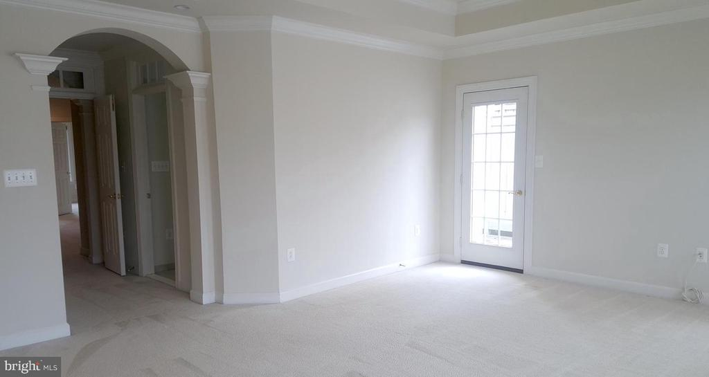 Large Master Bedroom - 24905 EARLSFORD DR, CHANTILLY