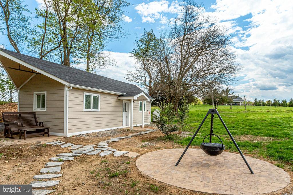 1 of 2 Cottages - potential income producing - 19525 TELEGRAPH SPRINGS RD, PURCELLVILLE