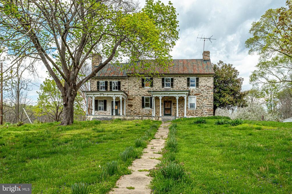 Oh the POSSIBILITIES! - 19525 TELEGRAPH SPRINGS RD, PURCELLVILLE