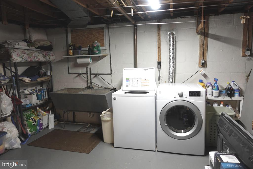 Huge unfinished storage and laundry space - 4132 ADDISON RD, FAIRFAX