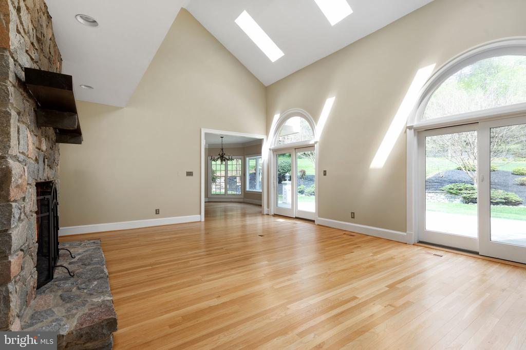 Family Room with Skylights & Ceiling Fan - 2405 OAKMONT CT, OAKTON