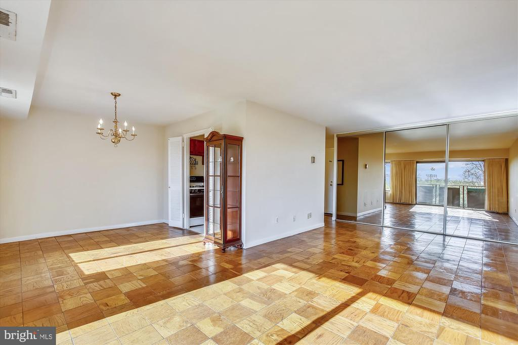Living Room/Dining Room - 3100 S MANCHESTER ST #612, FALLS CHURCH