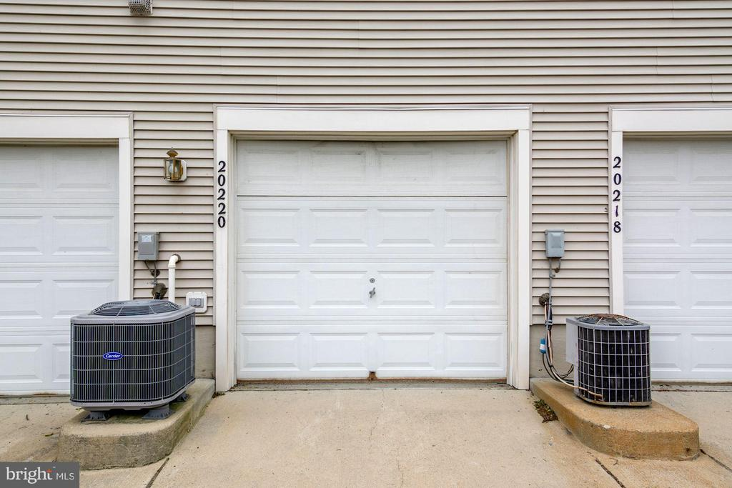 Single car garage with private entry to the condo - 20220 MACGLASHAN TER, ASHBURN