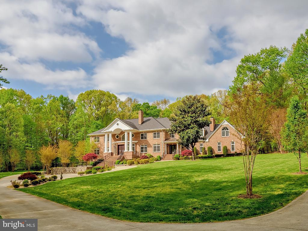 Perfectly sited  on a private 5 acre lot - 11009 HAMPTON RD, FAIRFAX STATION