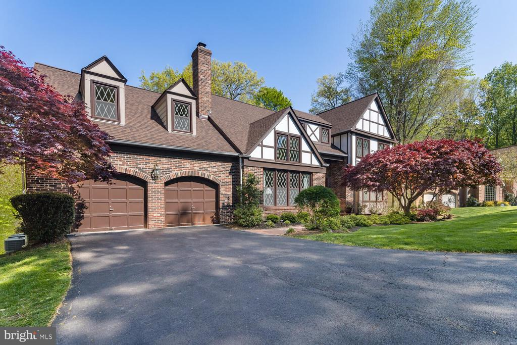 This Impeccable Home is a Head Turner! - 10654 CANTERBERRY RD, FAIRFAX STATION