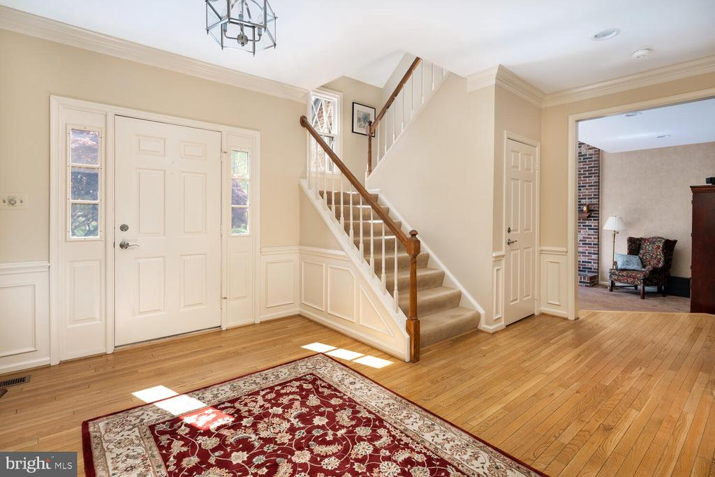 Open Grand Entry - 10654 CANTERBERRY RD, FAIRFAX STATION
