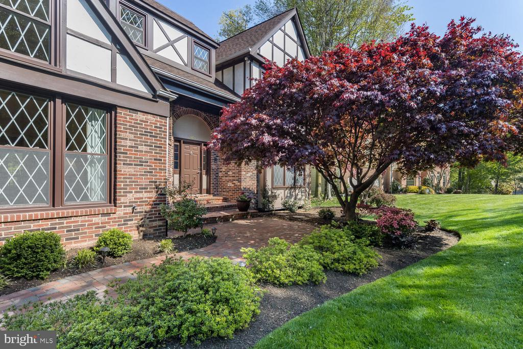 Professionally Landscaped Yard on .69-Acre Lot! - 10654 CANTERBERRY RD, FAIRFAX STATION