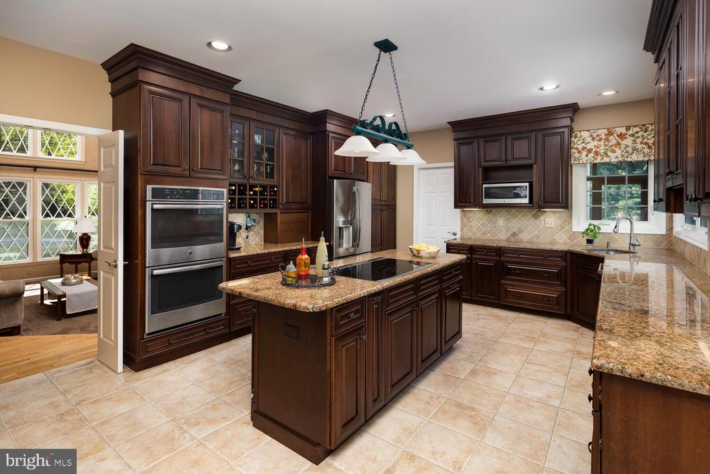 Kitchen with Stainless Steel Appliances - 10654 CANTERBERRY RD, FAIRFAX STATION