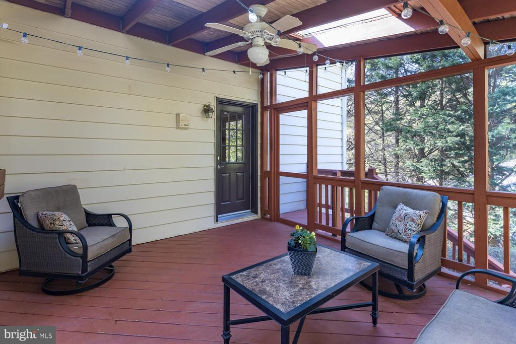 Screened Porch w/Door to Deck & Yard - 10654 CANTERBERRY RD, FAIRFAX STATION