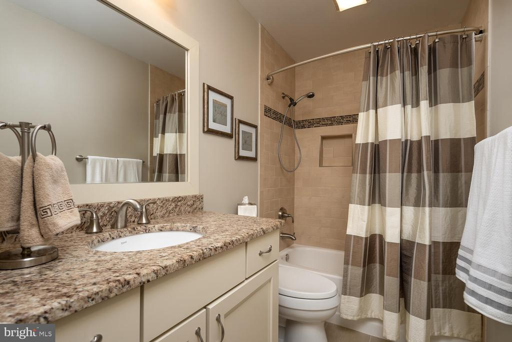 Upper Hall Remodeled Full Bath - 10654 CANTERBERRY RD, FAIRFAX STATION