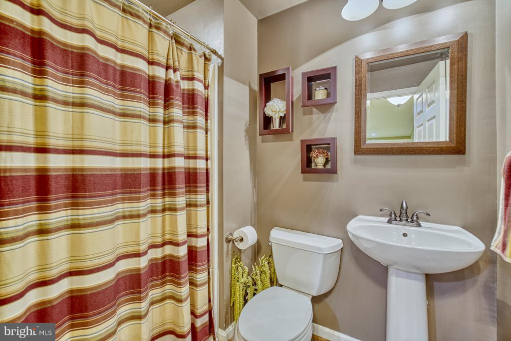 Full bathroom in the basement - 26216 LANDS END DR, CHANTILLY