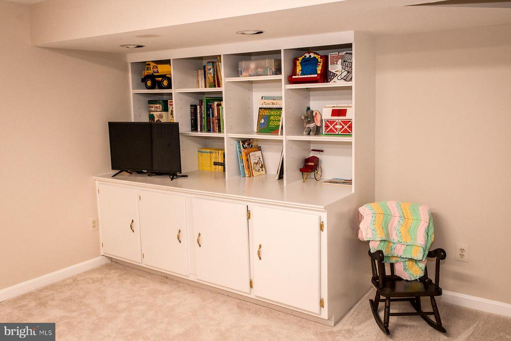 Playroom Built-in Custom Cabinet - 10654 CANTERBERRY RD, FAIRFAX STATION