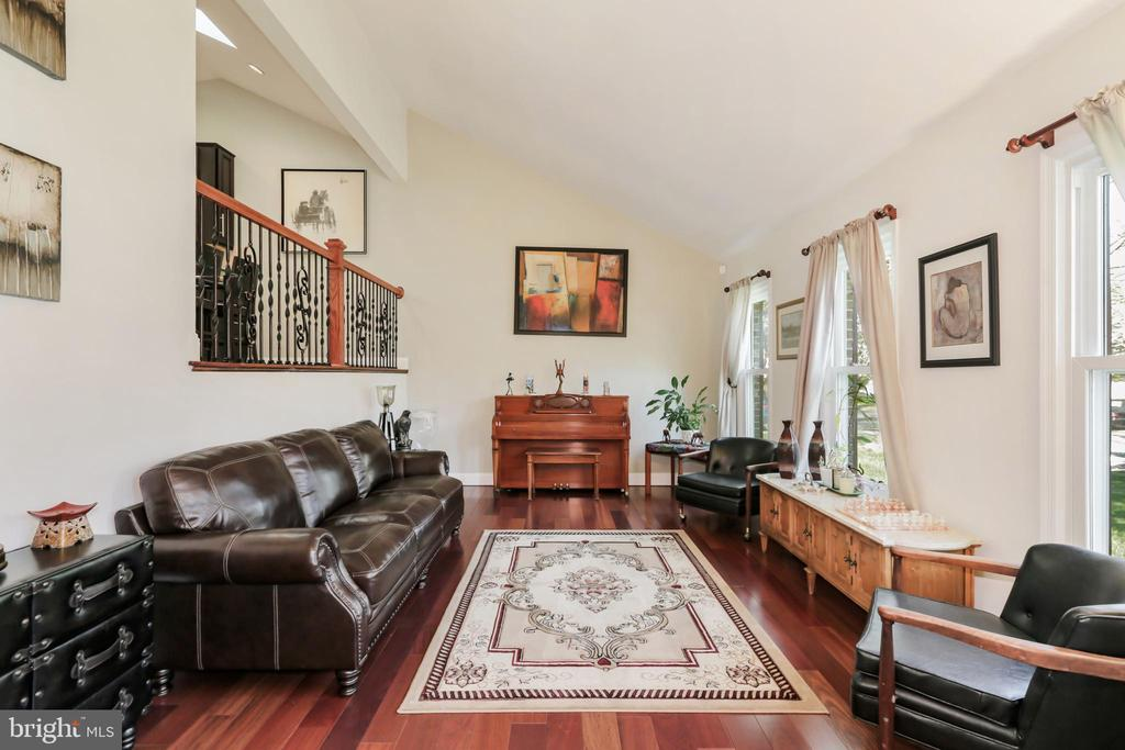 Living Room - Entry Level - 604 RIDGEWELL WAY, SILVER SPRING