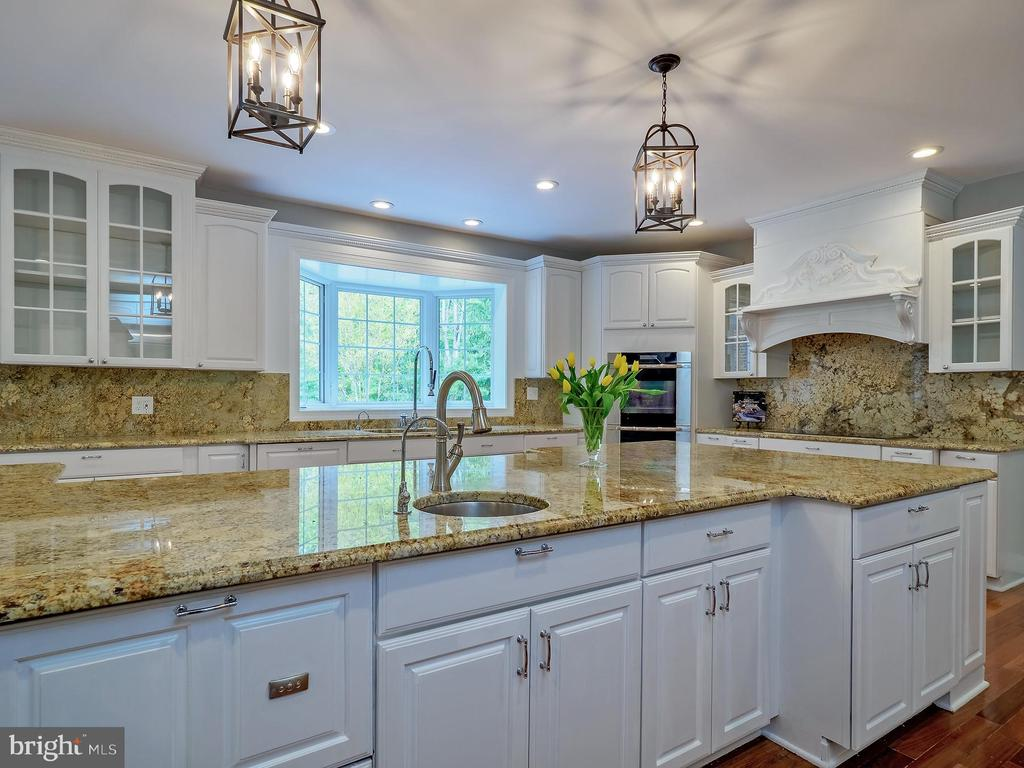 Viking range in background with exotic granite - 11009 HAMPTON RD, FAIRFAX STATION