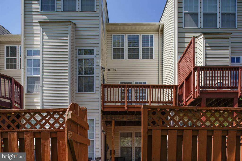 Fenced Backyard & Deck - 22028 AVONWORTH SQ, BROADLANDS