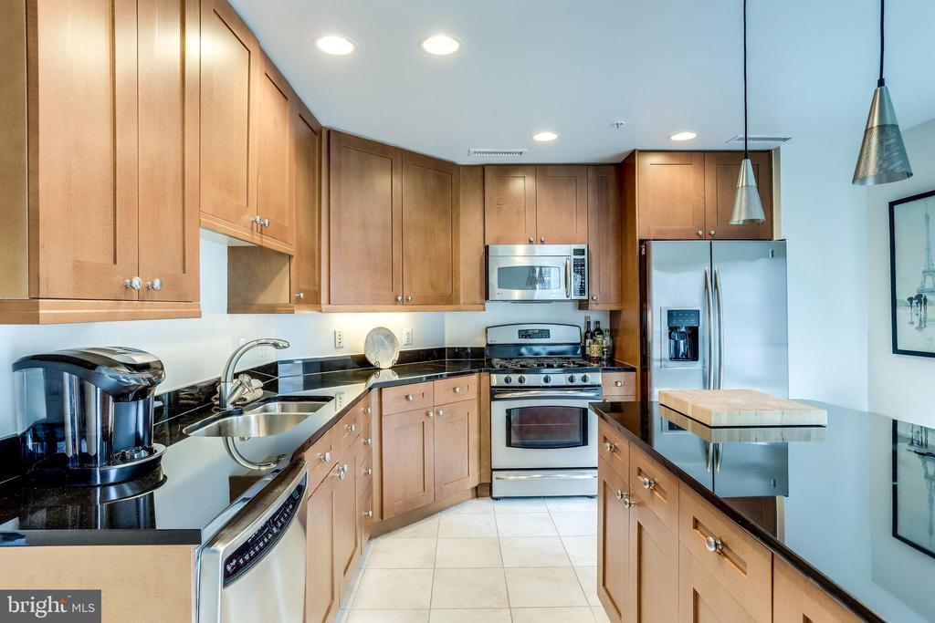 Kitchen - 11990 MARKET ST #411, RESTON
