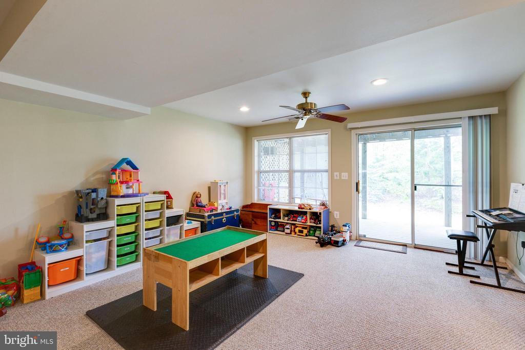 Family Room in Basement - 14917 GLADIOLUS CT, WOODBRIDGE