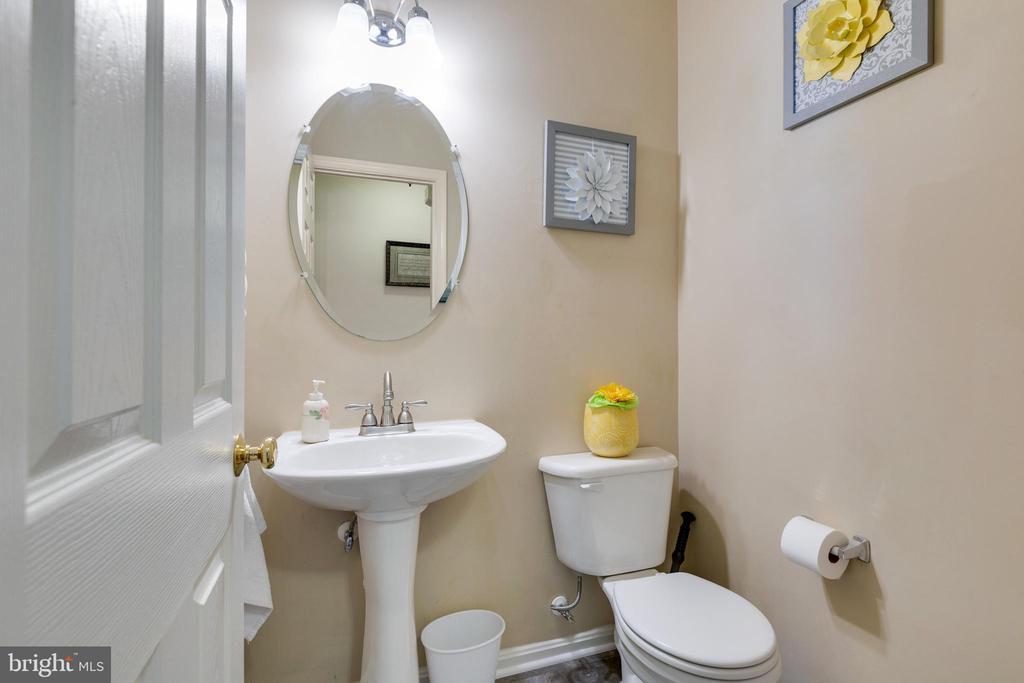 Half Bath on main level - 14917 GLADIOLUS CT, WOODBRIDGE