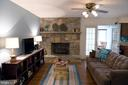 Family rm wood floors, fireplace w/cozy gas logs - 312 SYCAMORE DR, FREDERICKSBURG