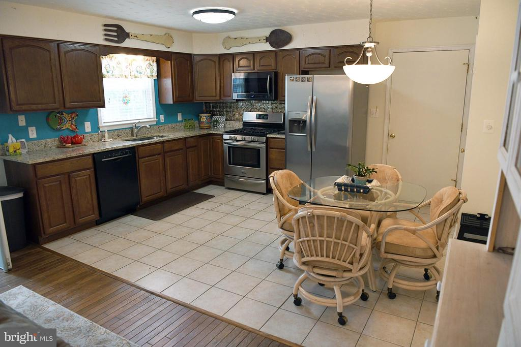 Large table space in kitchen; door to garage - 312 SYCAMORE DR, FREDERICKSBURG